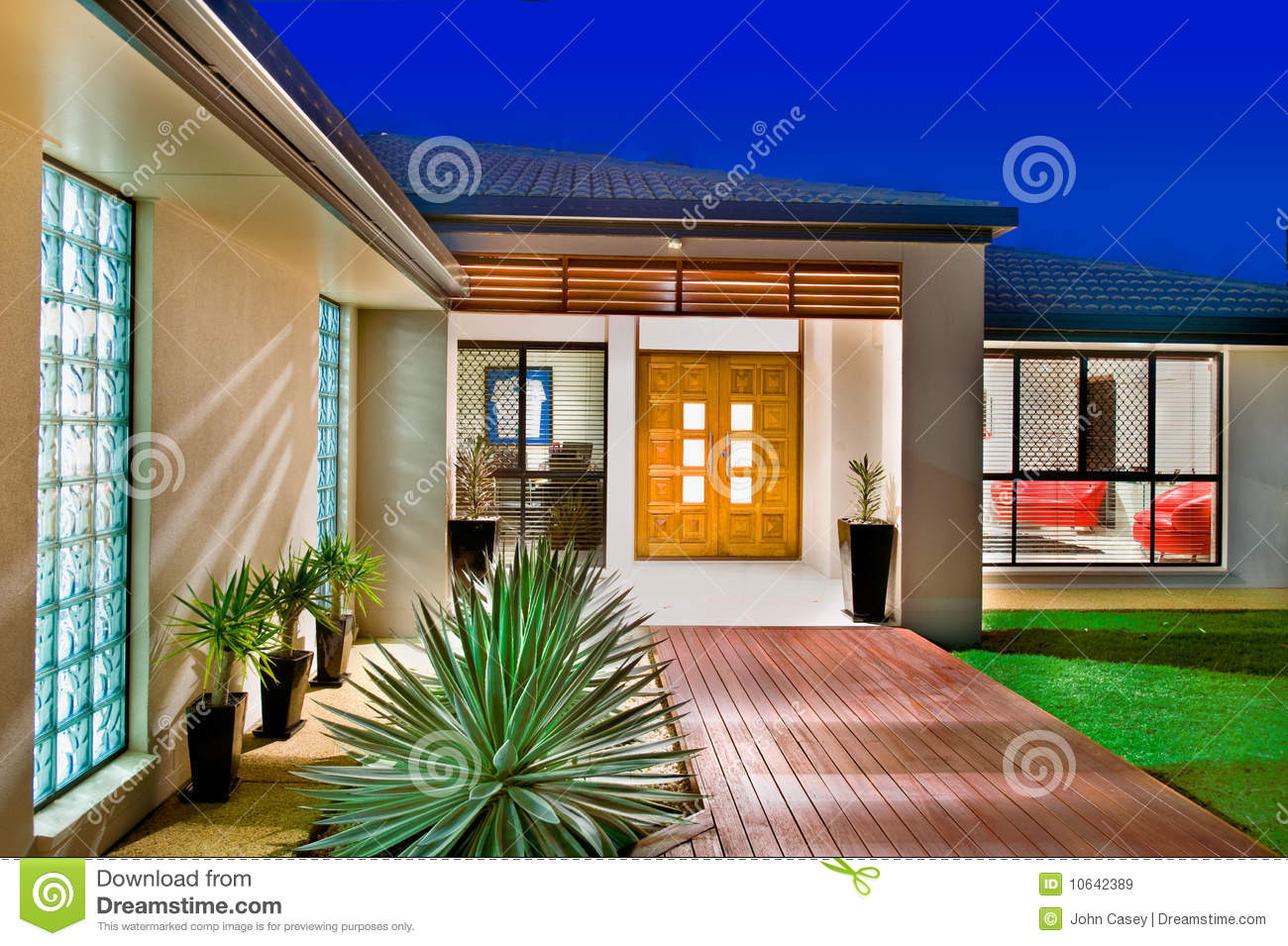 Luxury home with wooden doors royalty free stock images for Free luxury home images