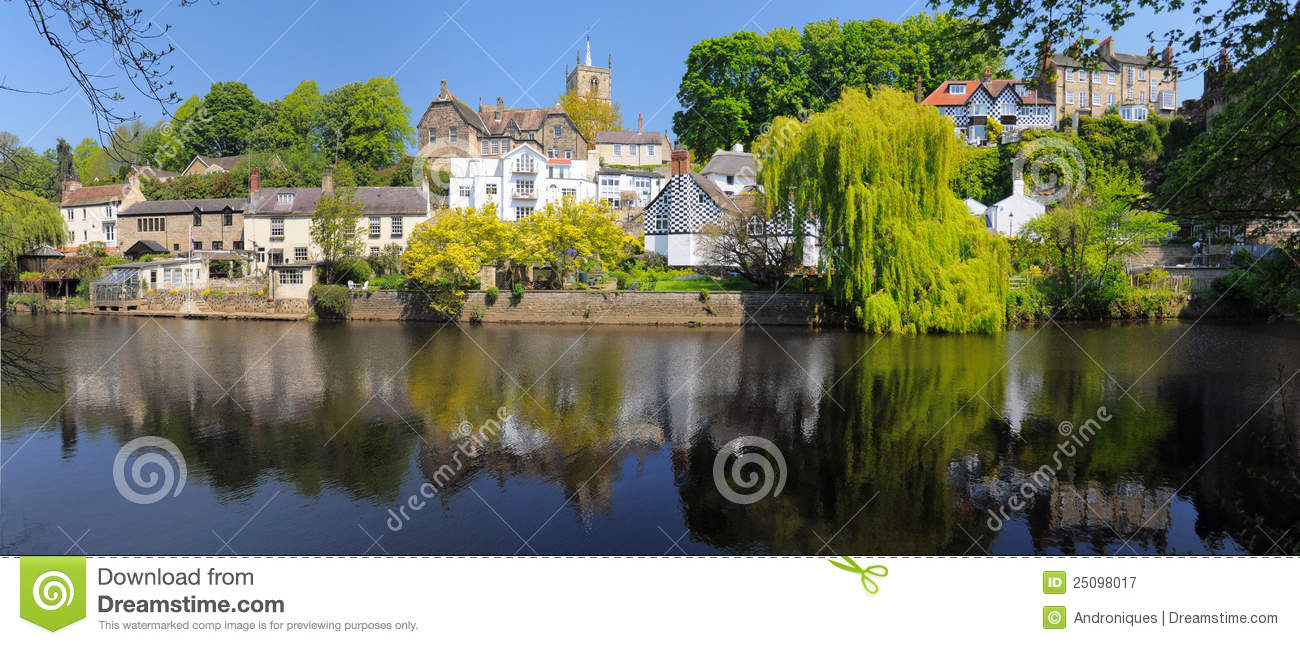 Luxury Homes On River Bank Knaresborough England Stock