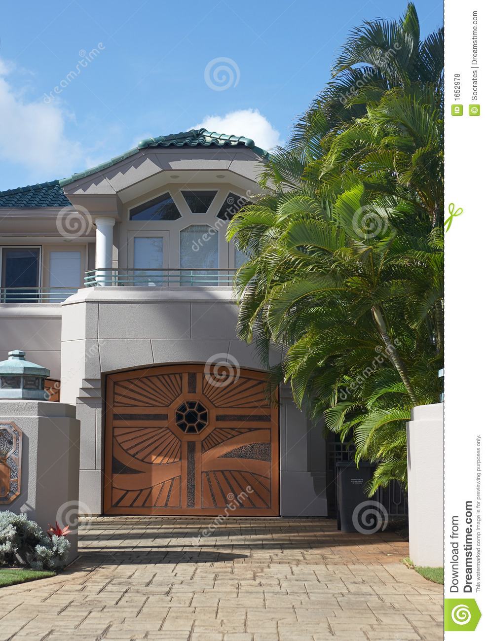 Luxury house royalty free stock photos image 1652978 for Free luxury home images
