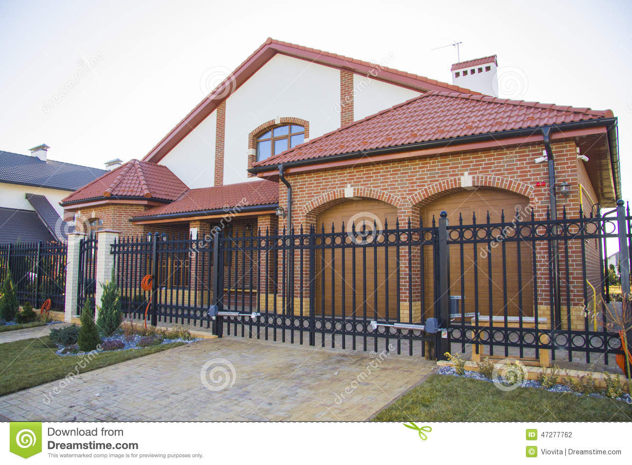 Luxury house with beautiful iron fence and car parking for Luxury fences