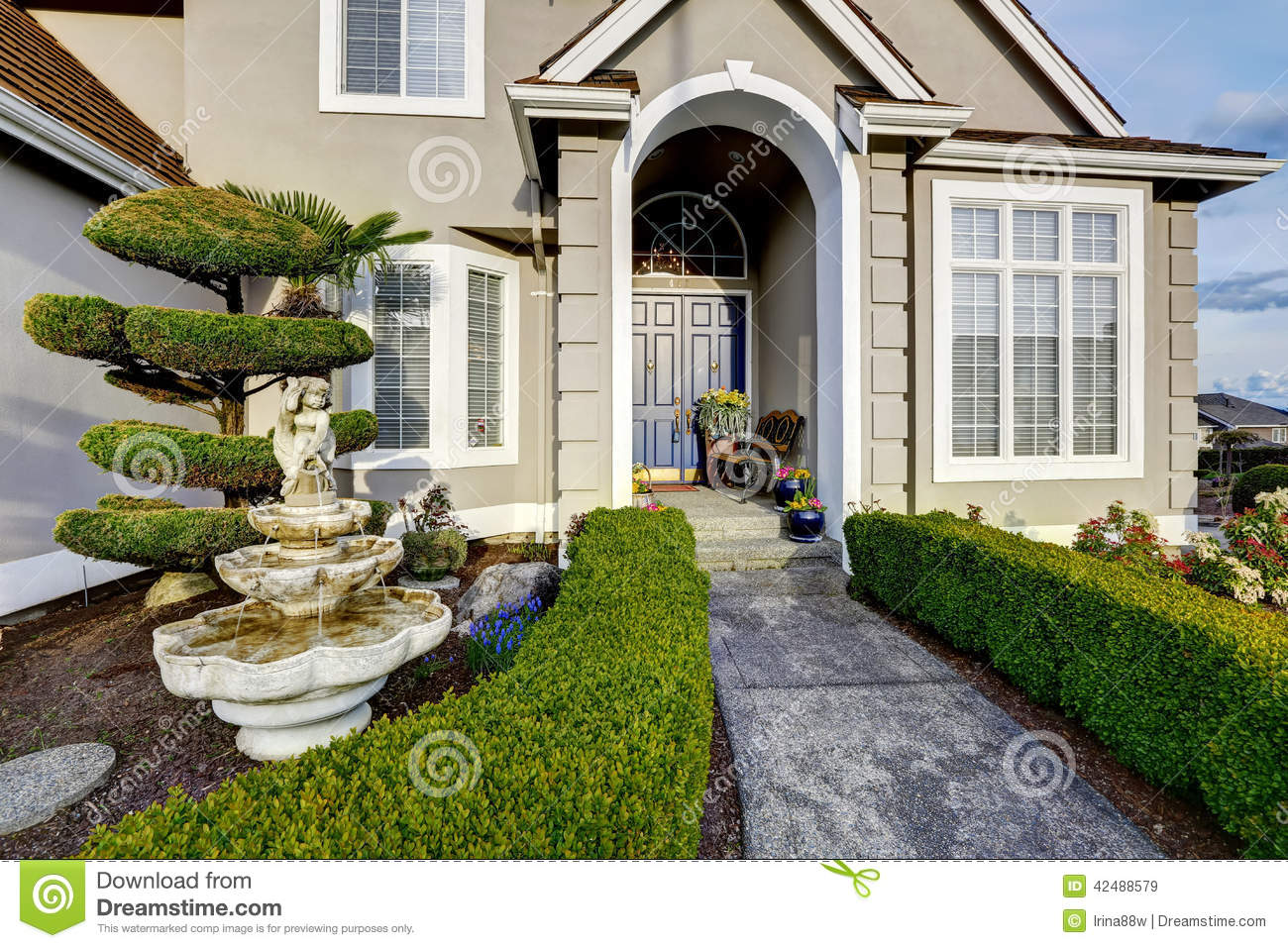 luxury house exterior entrance porch view stock image image of style northwest 42488579. Black Bedroom Furniture Sets. Home Design Ideas