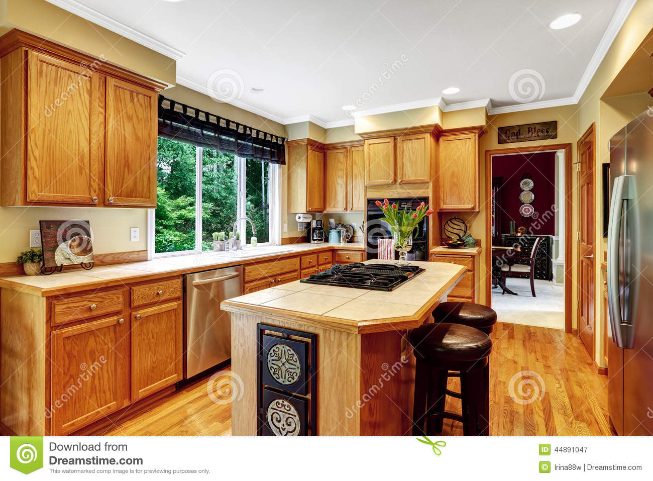 Kitchen island with two stools stock photography for Interieur de cuisine americaine