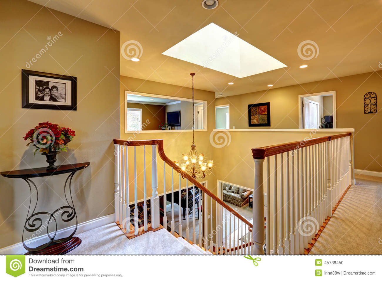 Luxury house interior upstairs hallway with staircase - Images escaliers interieur maison ...