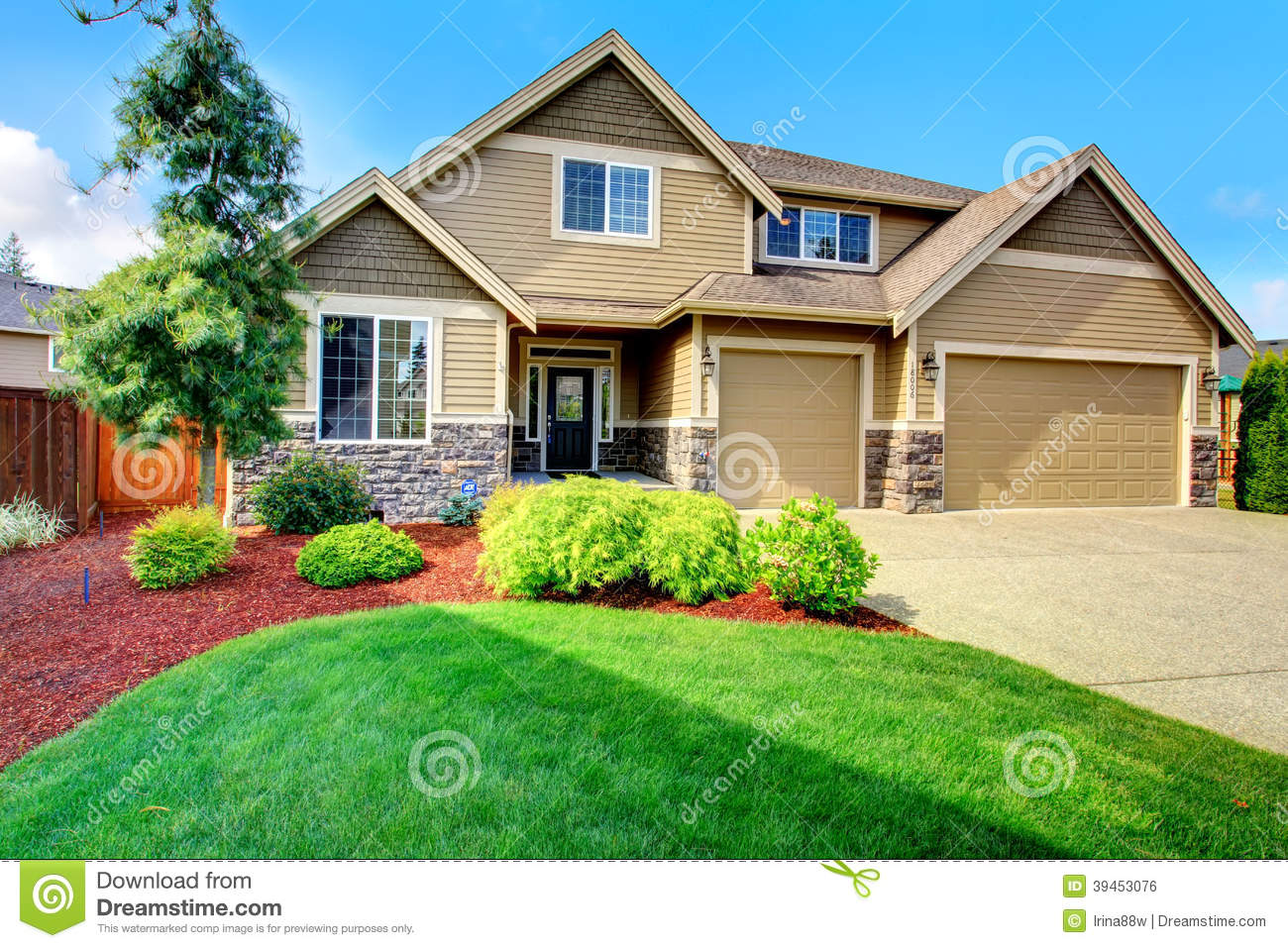 Luxury house ith beautiful curb appeal stock photo image for Beautiful luxury houses