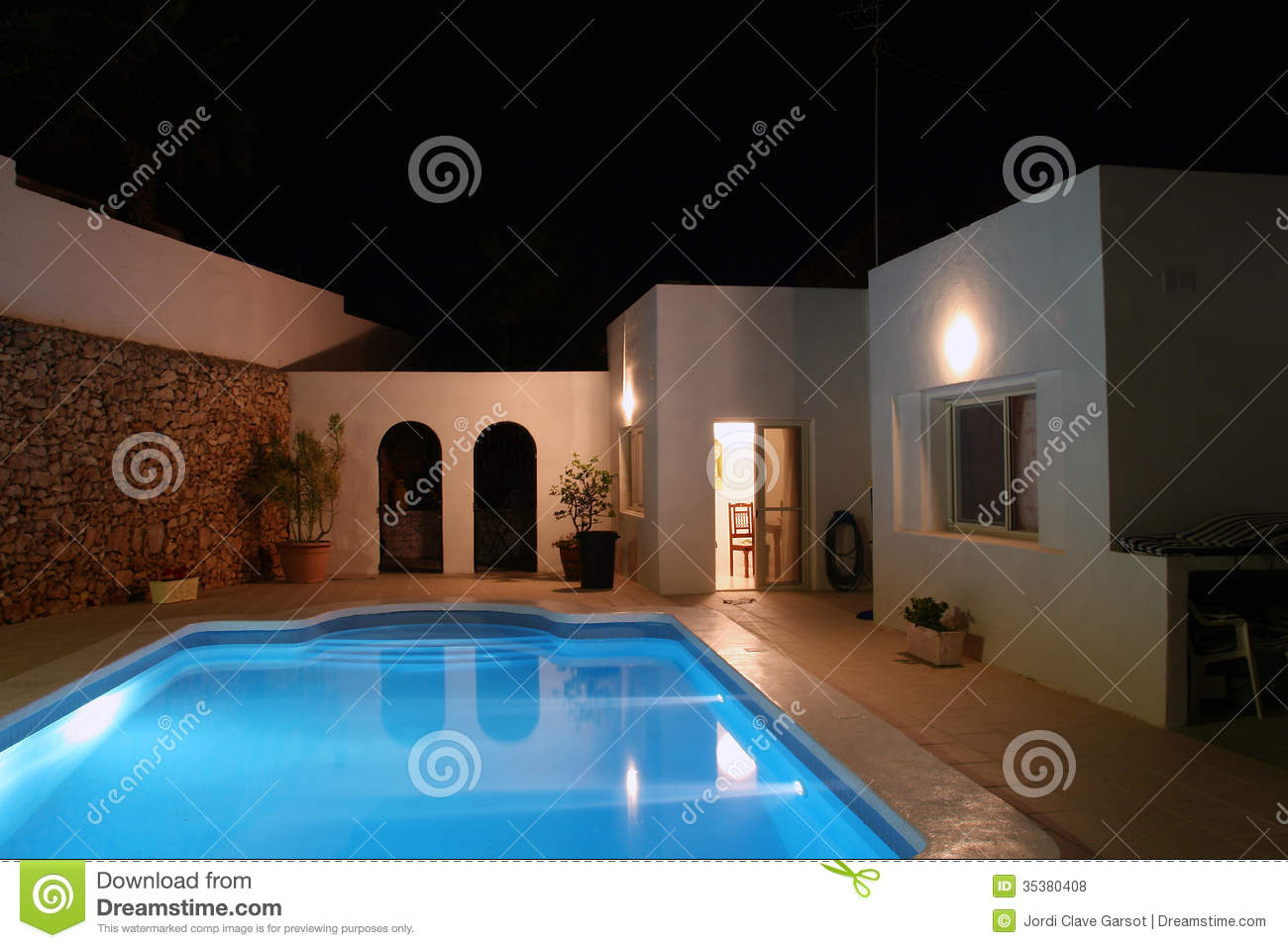Luxury House With Swimming Pool At Night