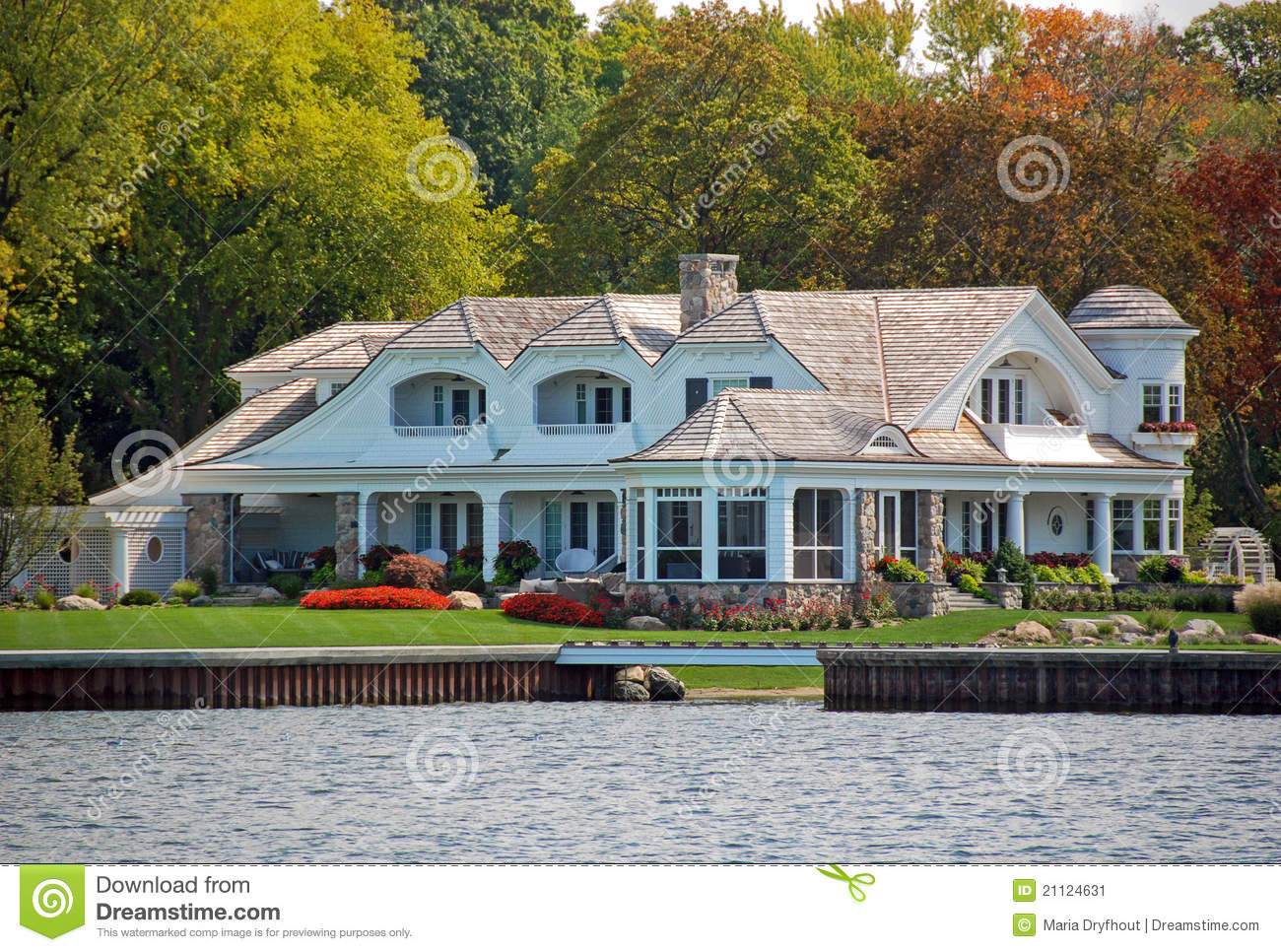 Luxury lakefront property stock image image 21124631 for Lake front properties