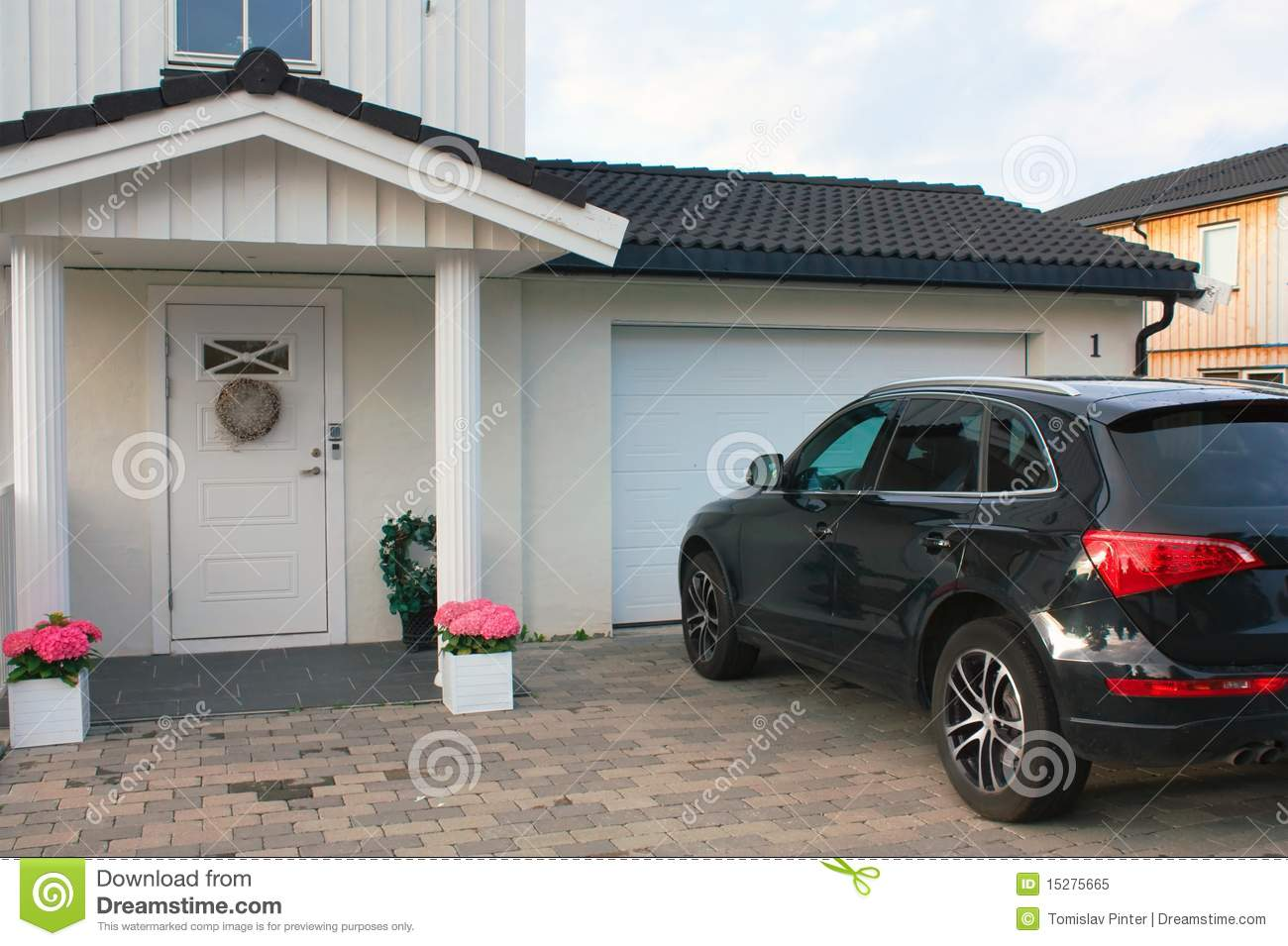 Luxury House And Car luxury life - house and car royalty free stock photo - image: 15275665