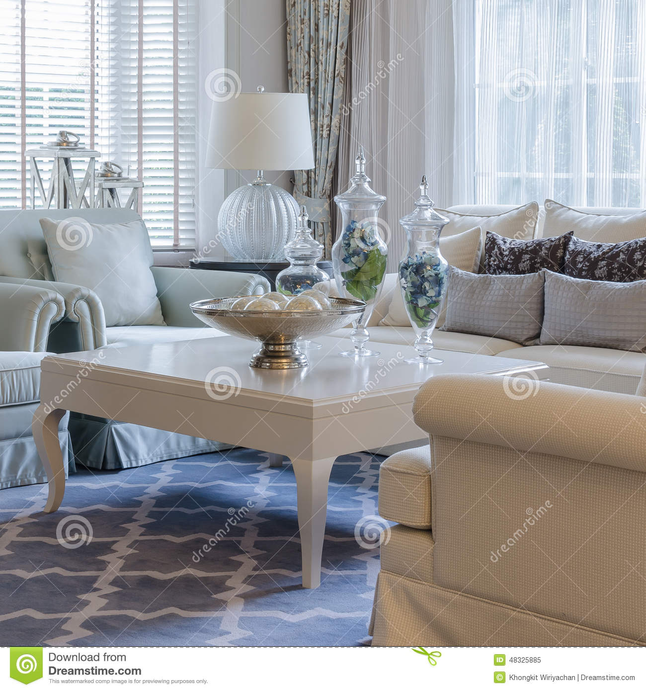 Luxury Classic Living Rooms: Luxury Living Room With Classic Sofa And Table Stock Image