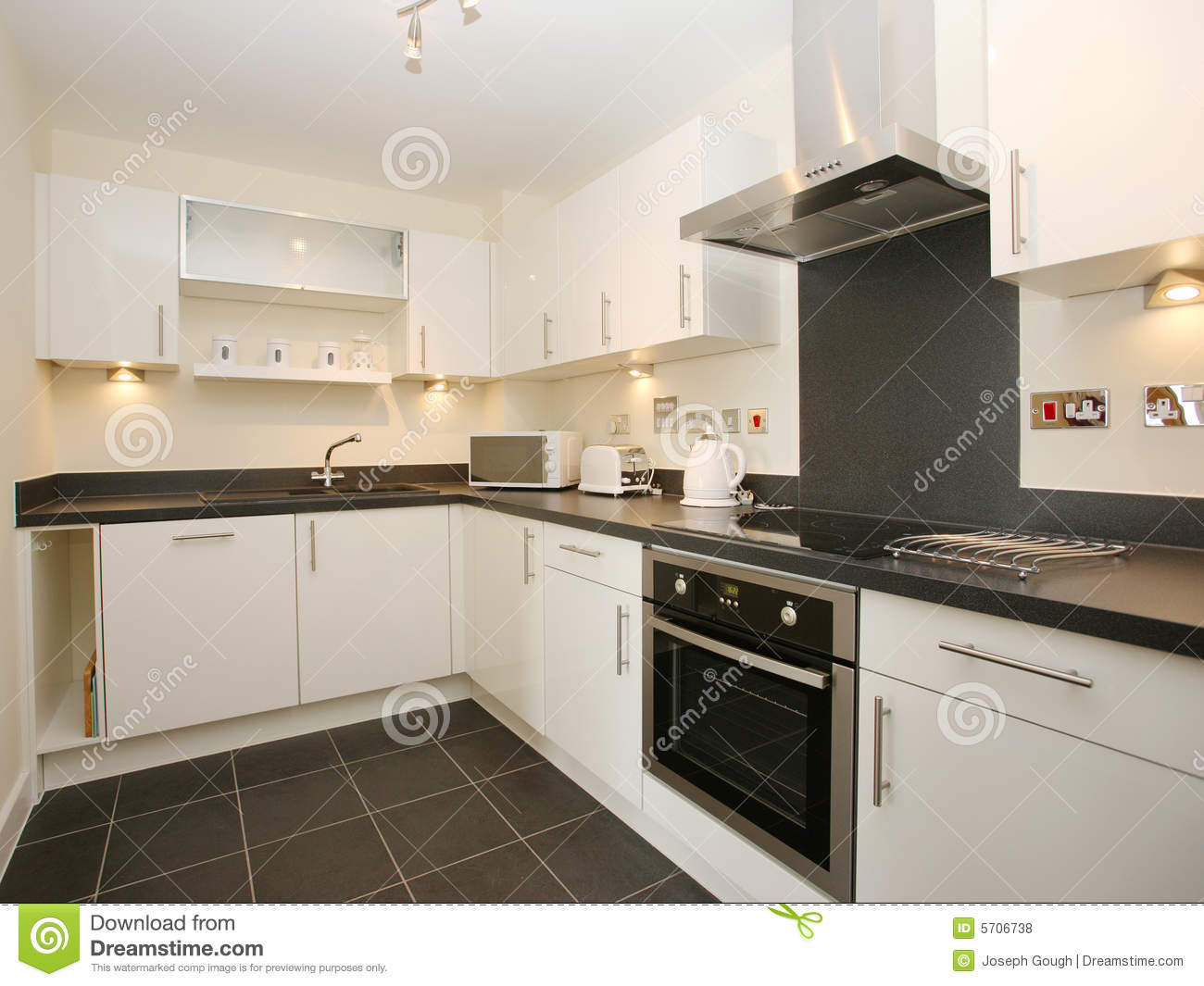 Luxury modern white kitchen stock photo image of sink for Cuisine moderne de luxe