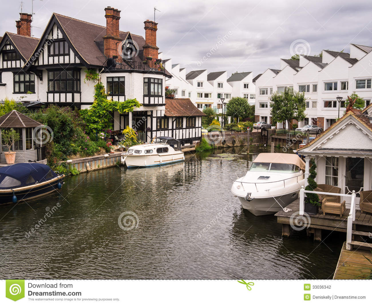 luxury river thames houses apartments marlow lock boats moored outside buckinghamshire england 33036342