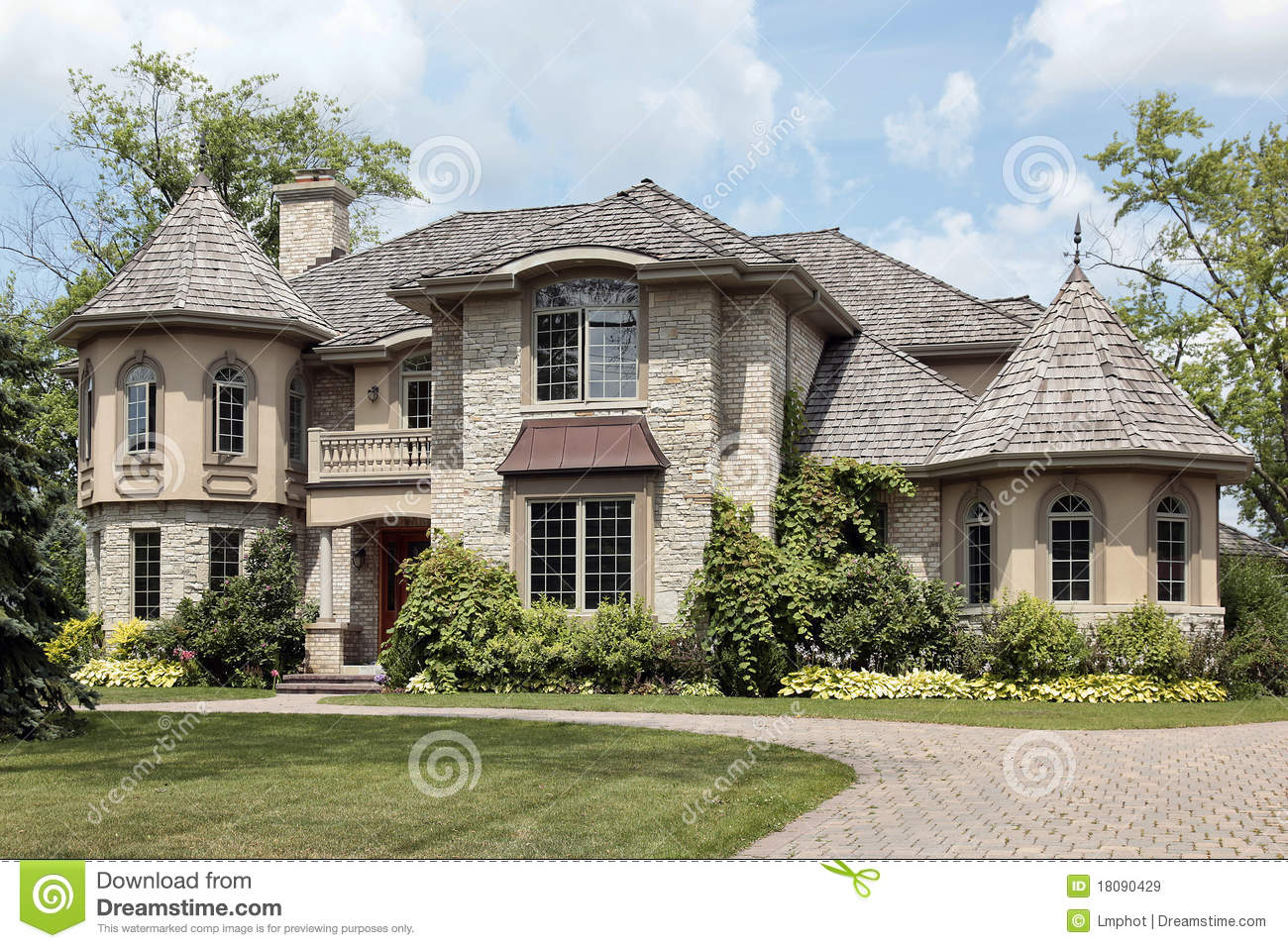 Luxury stone home with turret royalty free stock images for Maisons contemporaines de luxe
