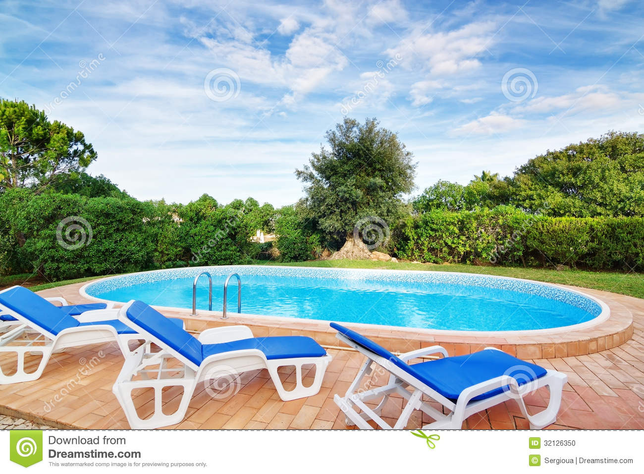 Luxury swimming pool with sun loungers for relaxation for Swimming pool loungers