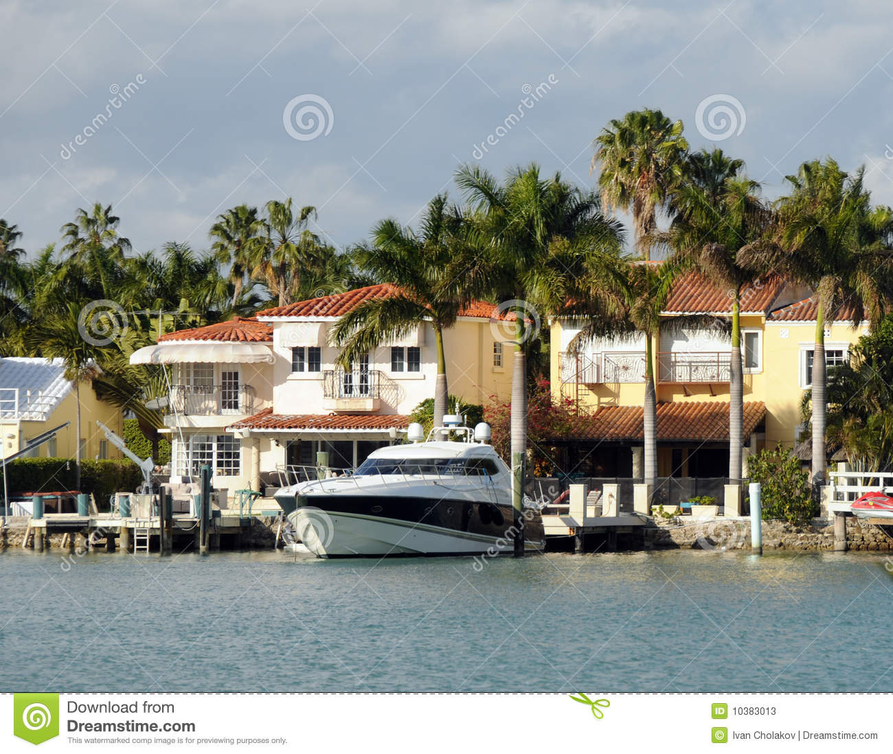 Luxury Waterfront Homes: Luxury Waterfront Home Stock Photos