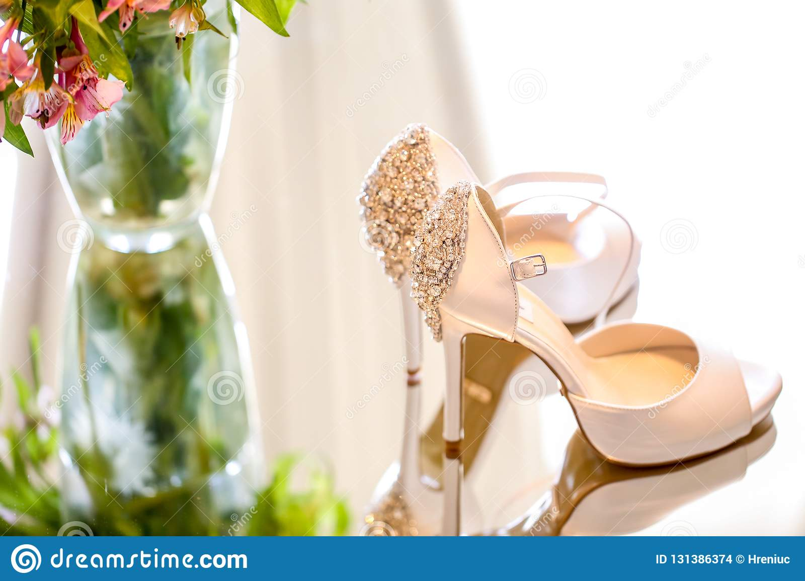 Luxury wedding shoes for bride