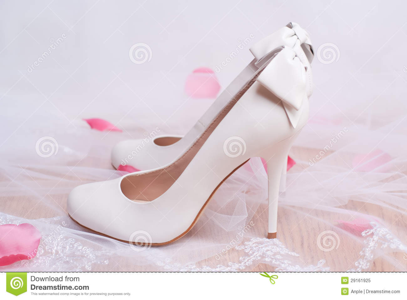 Luxury White Wedding Shoes With Bows Royalty Free Stock