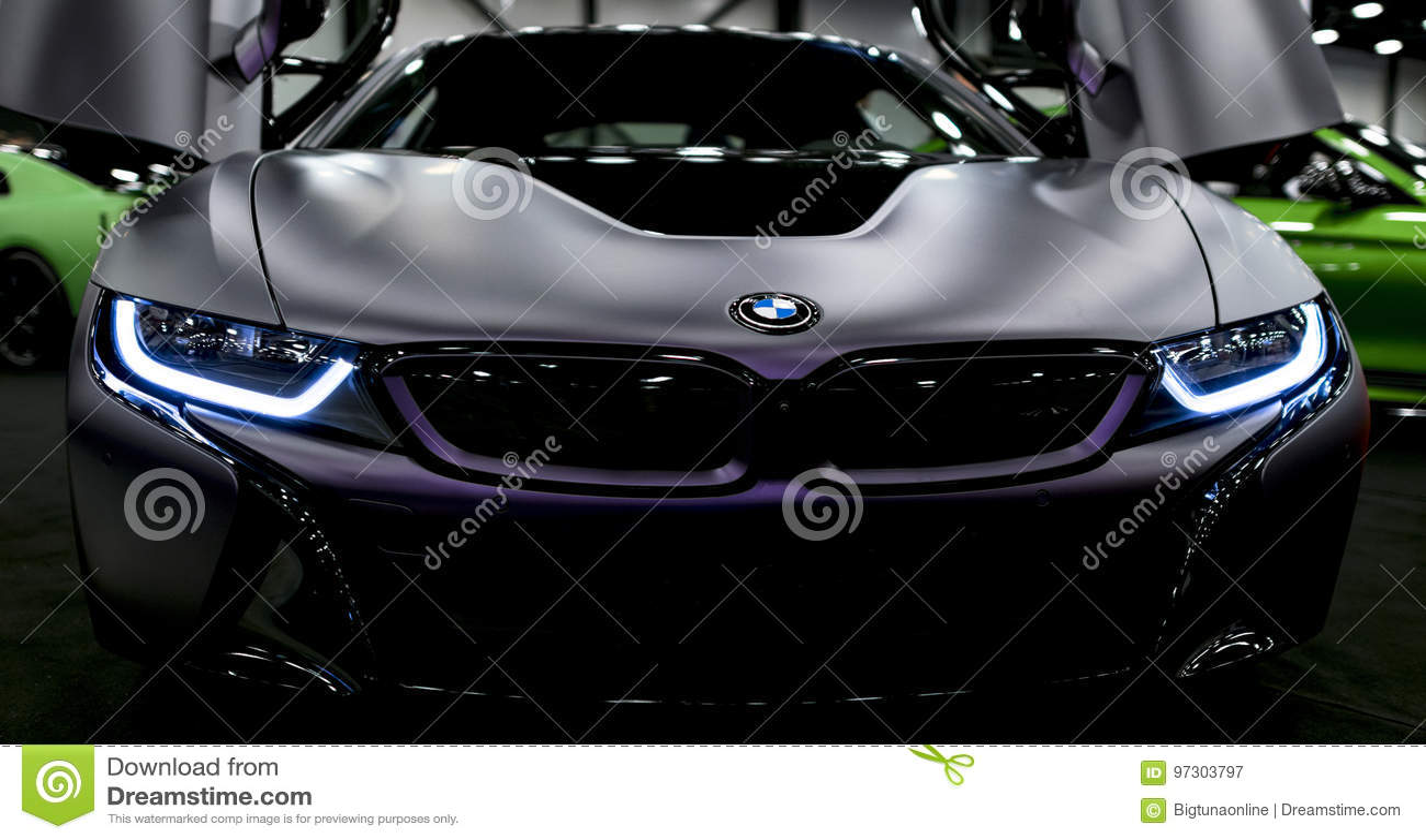 Luxus-hybrides elektrisches Coupé BMWs i8 Hybrider EinsteckSportwagen Konzeptelektro-mobil Dunkle Matt-Farbe Autoäußerdetails