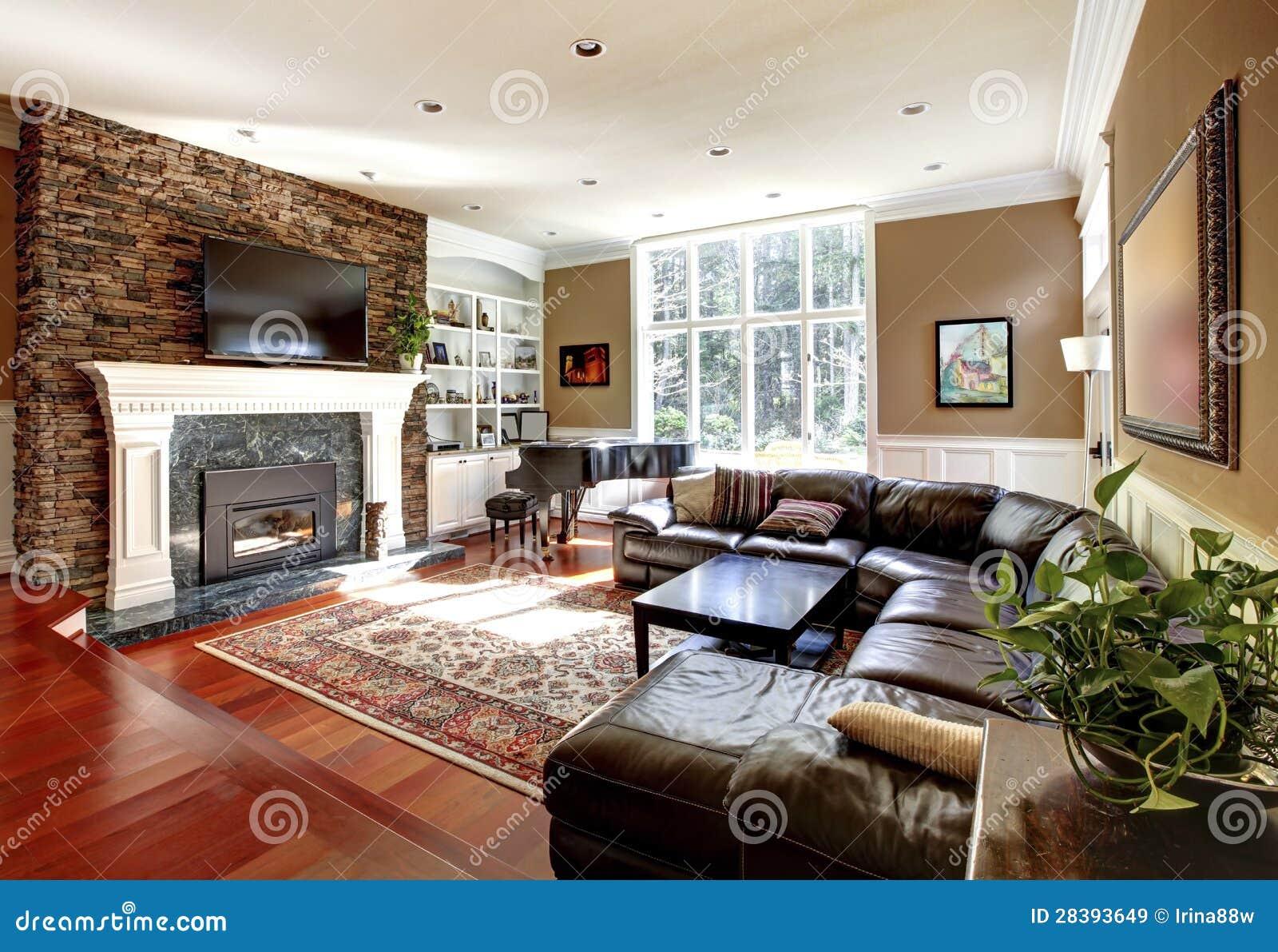 luxuswohnzimmer mit stobe kamin- und ledersofas. lizenzfreie, Wohnzimmer dekoo