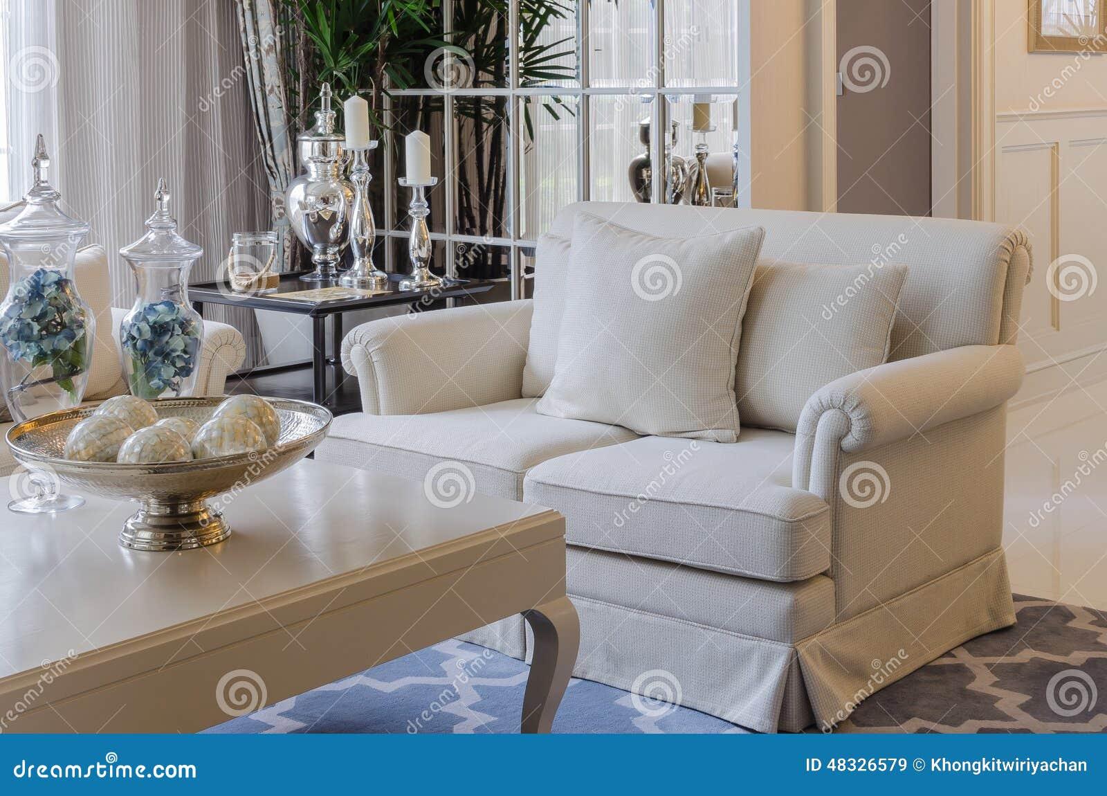 Luxuty-Wohnzimmer Mit Beige Sofa Stockbild - Bild von luxus ...