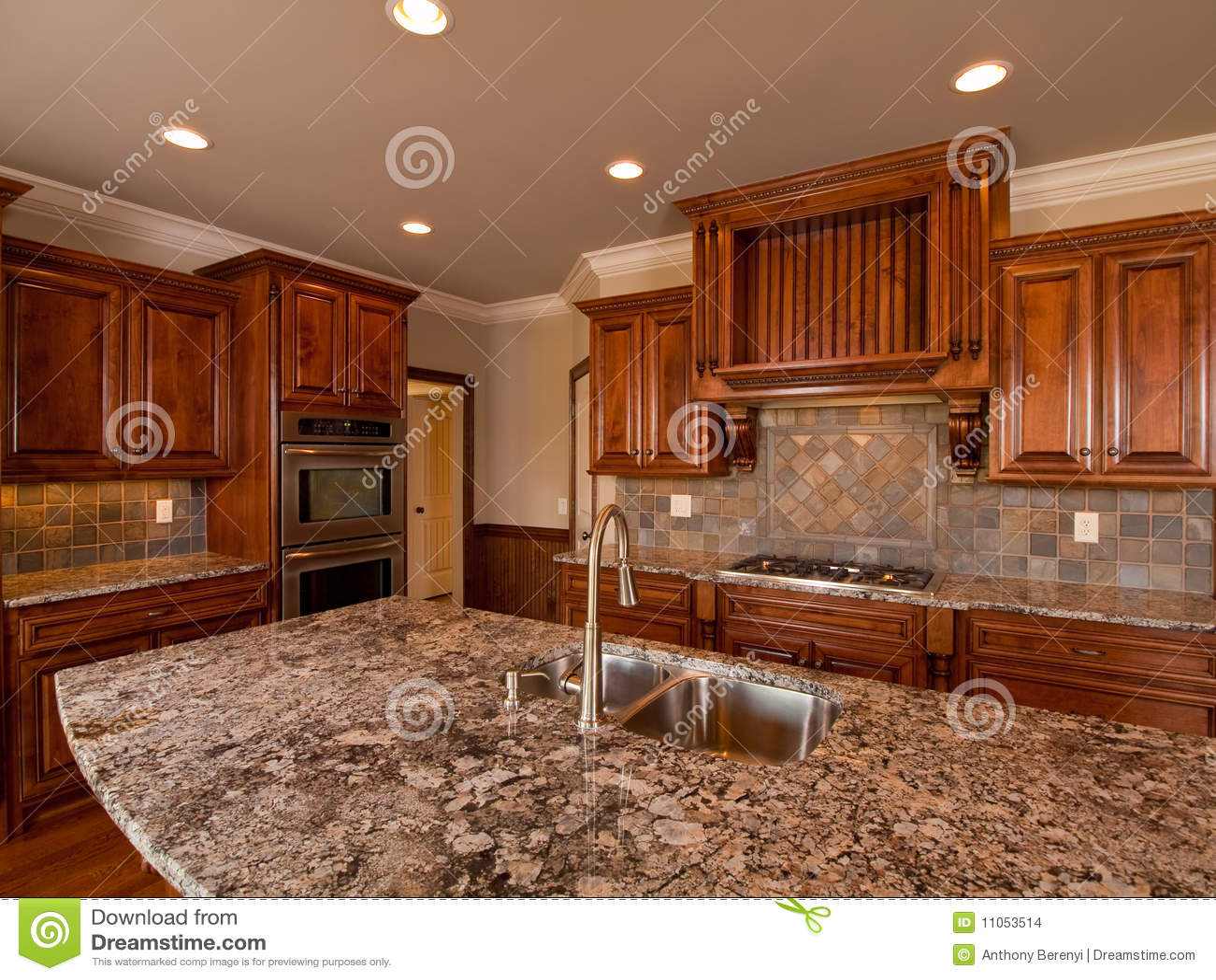 Luxuxdunkle hölzerne Hauptküche mit Countertop