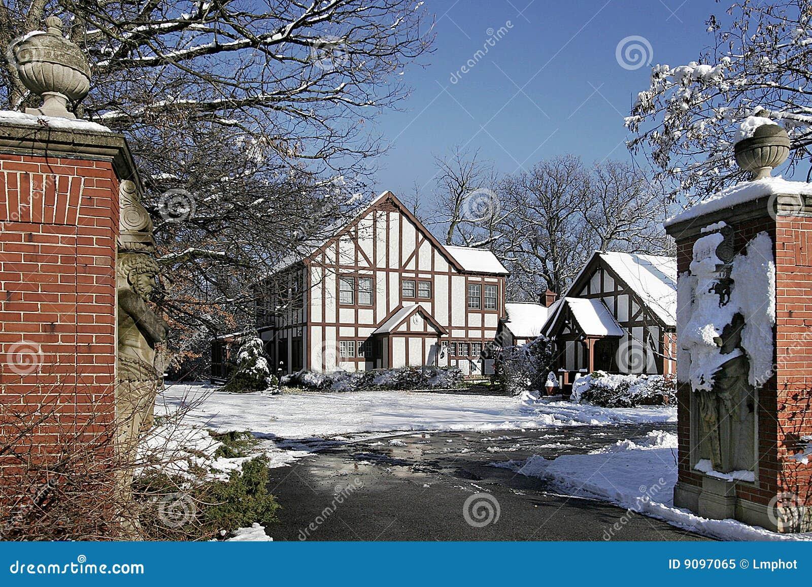 Luxuxhaus mit Steinpfosten