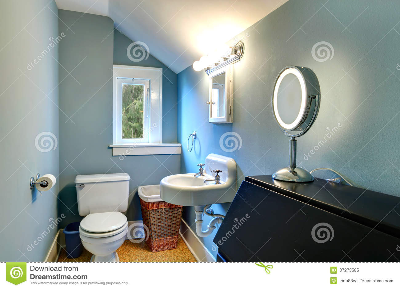 Luz Arcado Banheiro Pequeno Azul Foto de Stock Royalty Free Imagem  #704128 1300x957 Banheiro Com Luz Azul