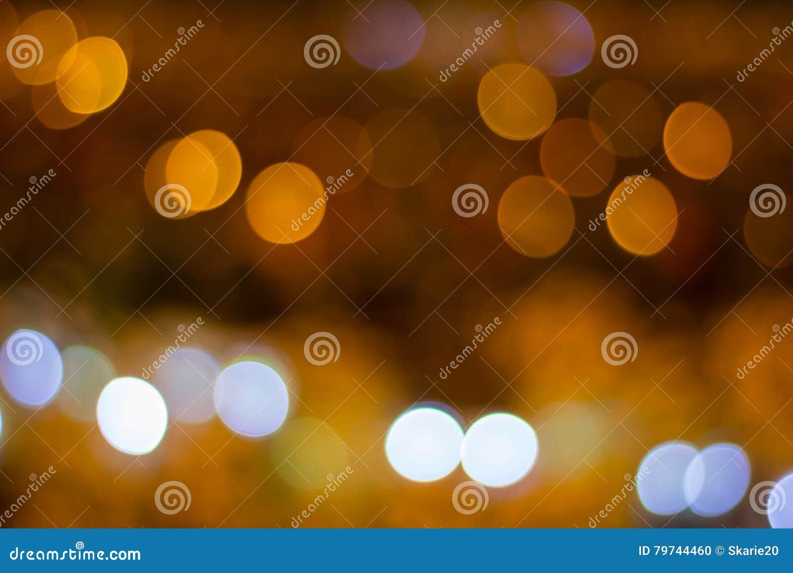 Luz blanca y de oro defocused abstracta