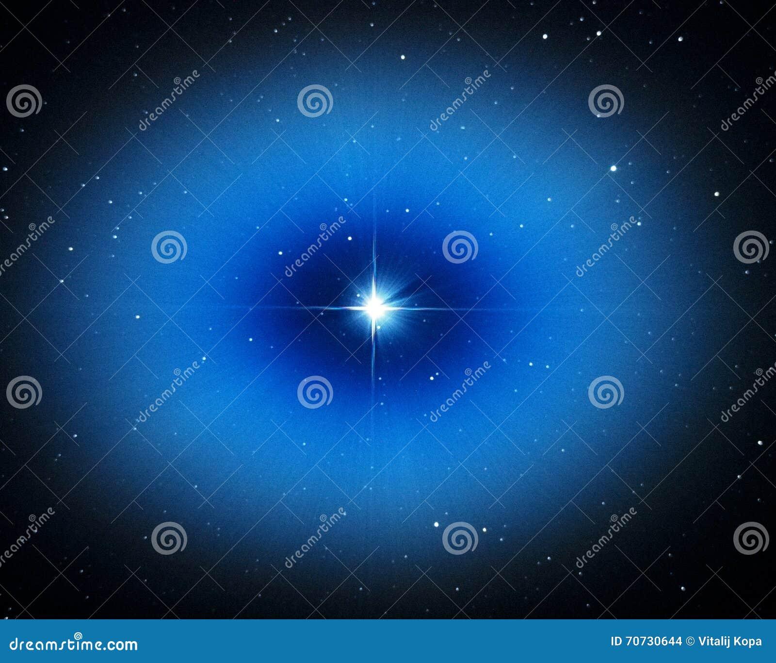 Luz da estrela de Vega no céu noturno