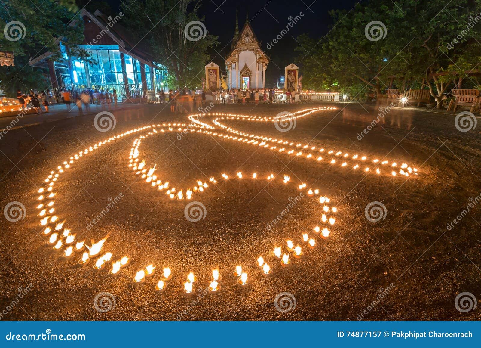 A luz da vela foi arranjada em um número 9 Significa um número de
