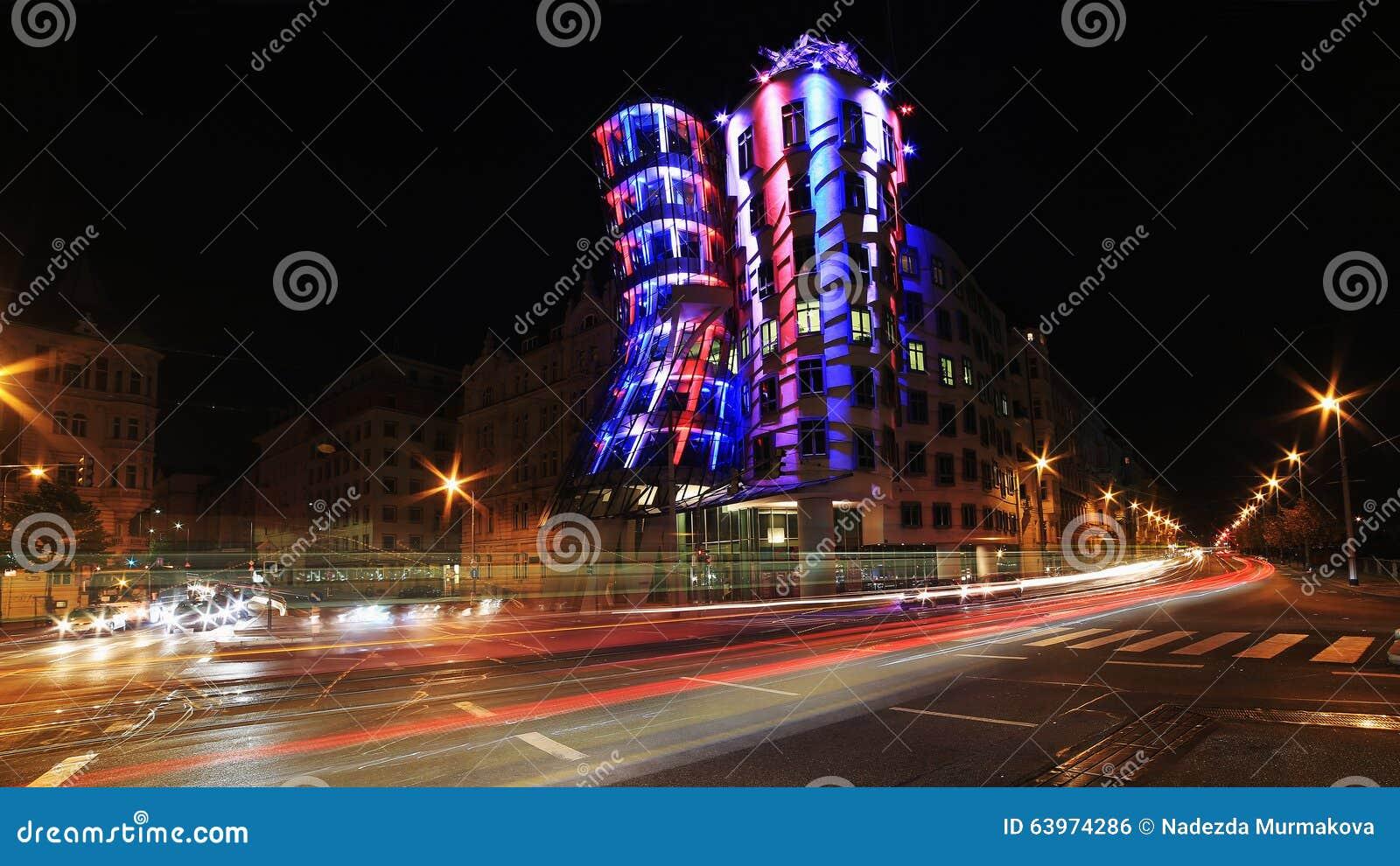 Luz de la noche en Praga, casa de baile