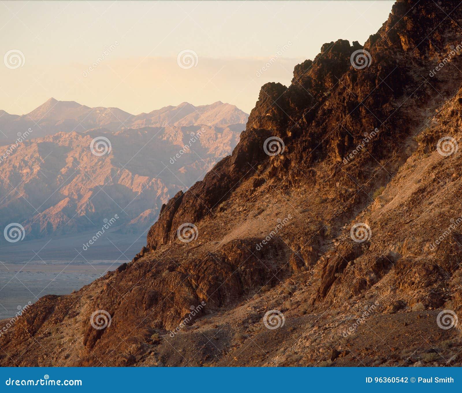 Luz do início da noite na garganta do mosaico, parque nacional de Vale da Morte, Califórnia