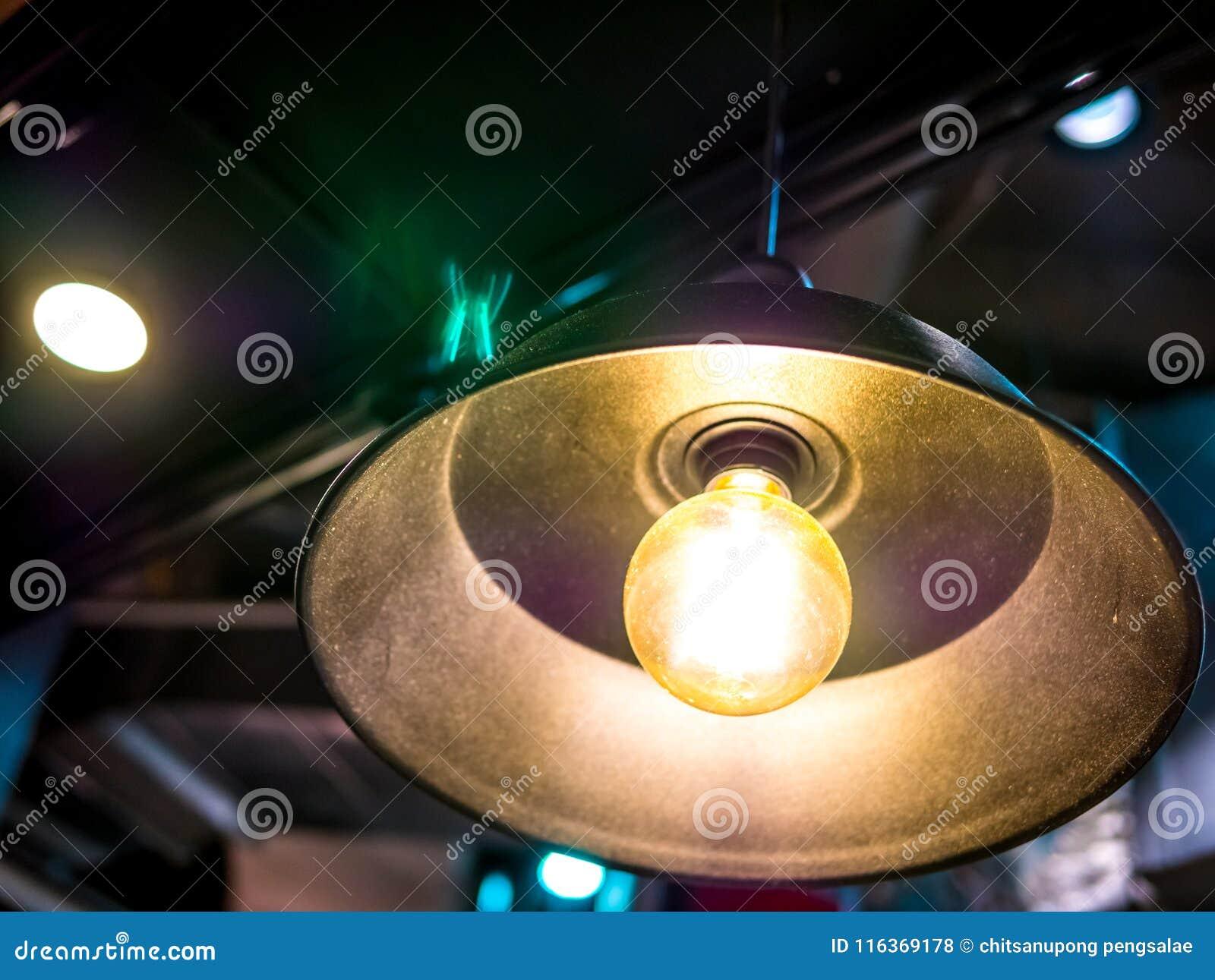 De Lámpara La La Luz En De Eléctrica Del Techo Falta TKlF1Jc