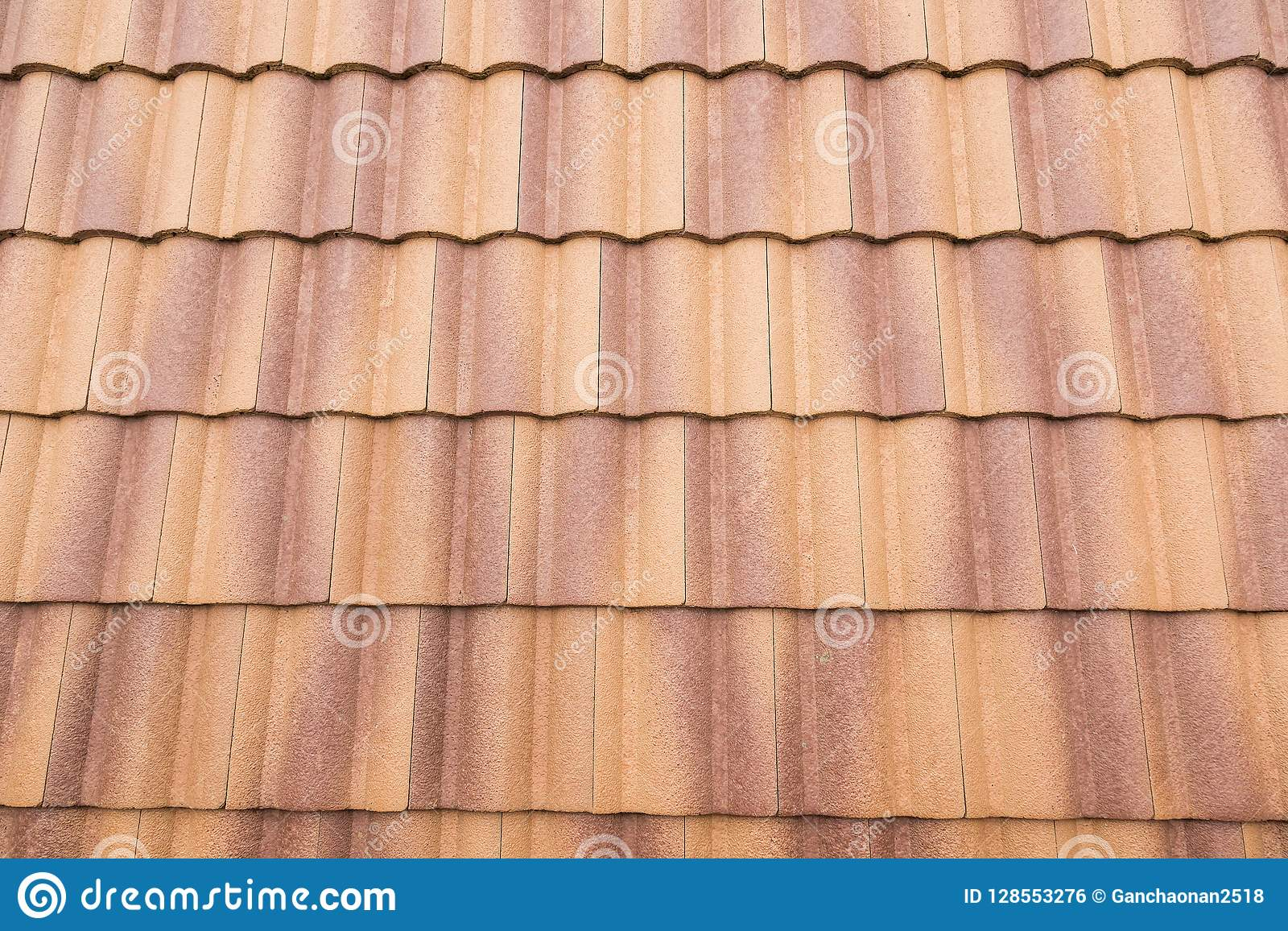 Luz solar das telhas e do céu de telhado