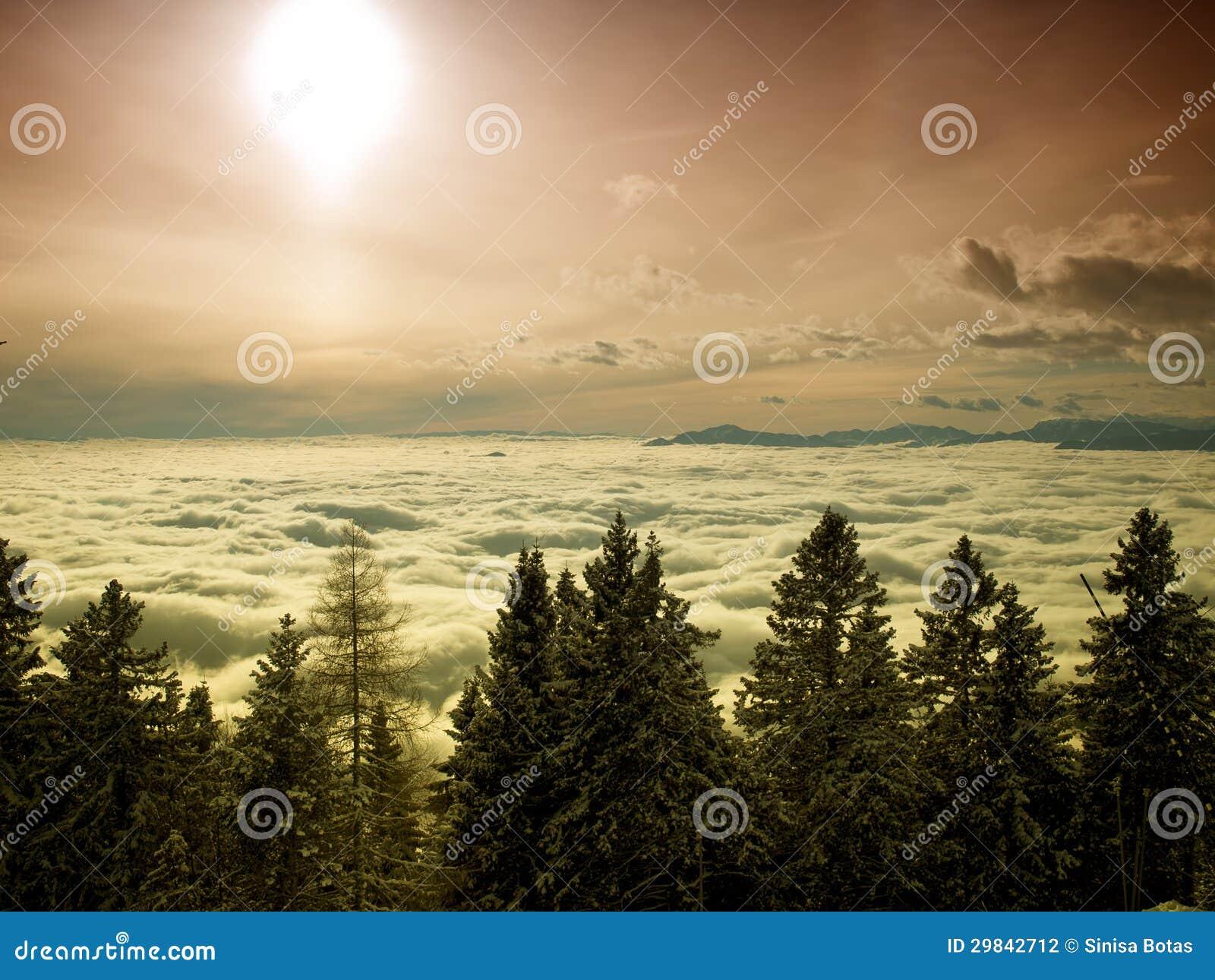 Sun acima das nuvens