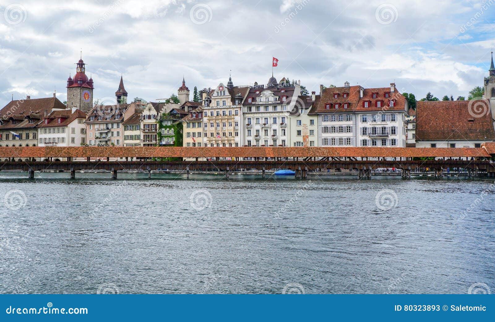 LUZERNE, ZWITSERLAND - JUNI 13, 2016: Hotels en restaurantsalo