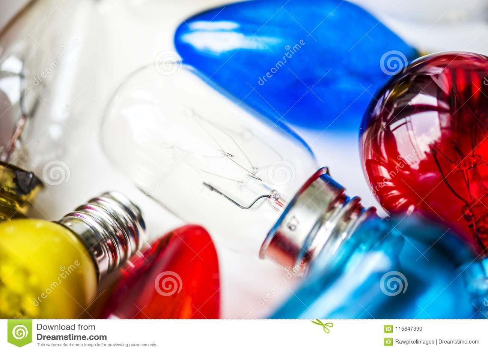 Luzes coloridas do tubo no branco