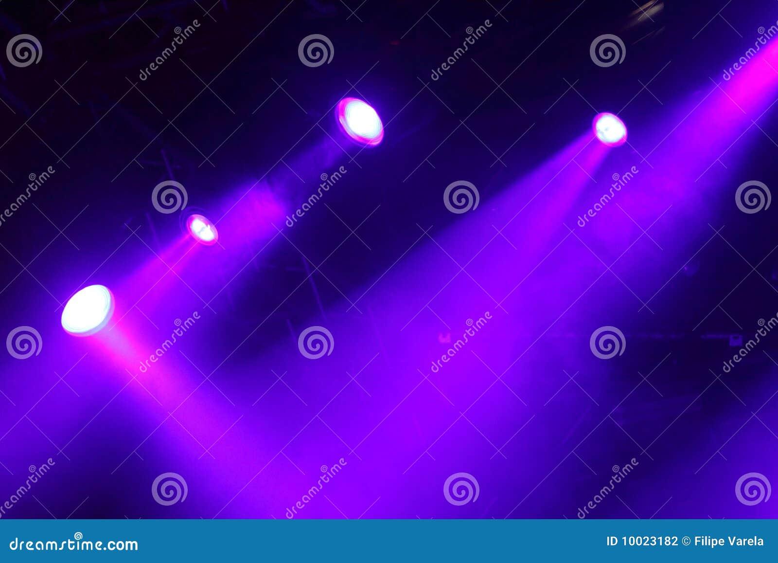 Luzes coloridas em um estágio