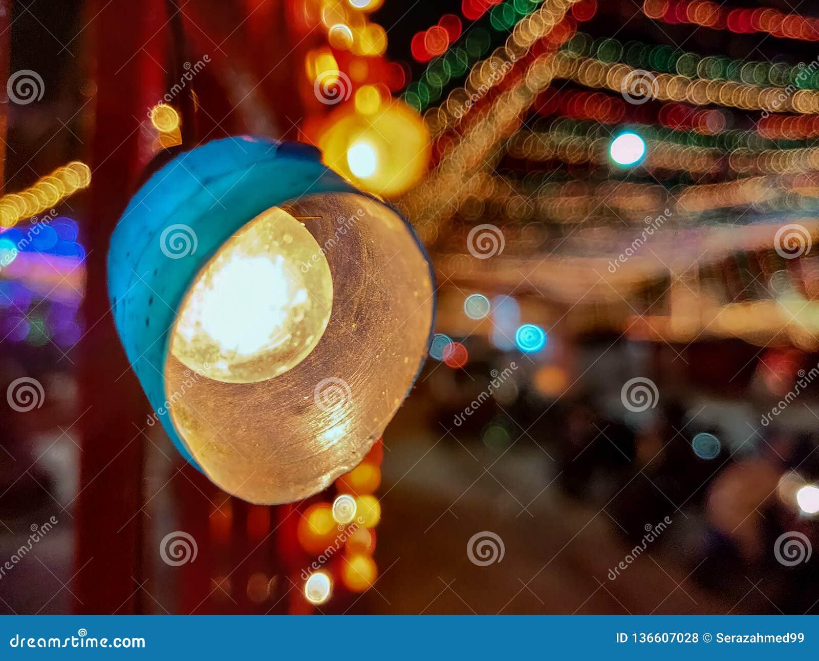 Luzes da decoração durante o festival