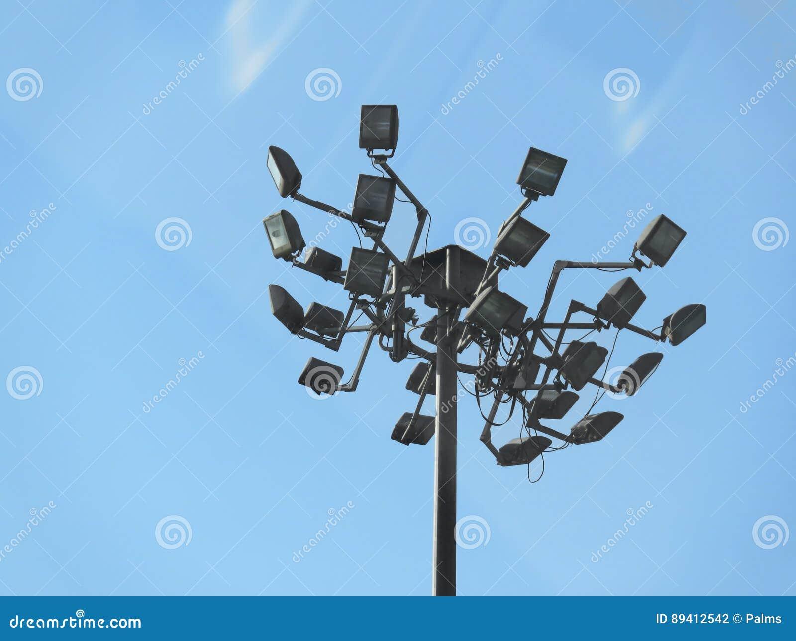 Luzes da segurança no parque de estacionamento