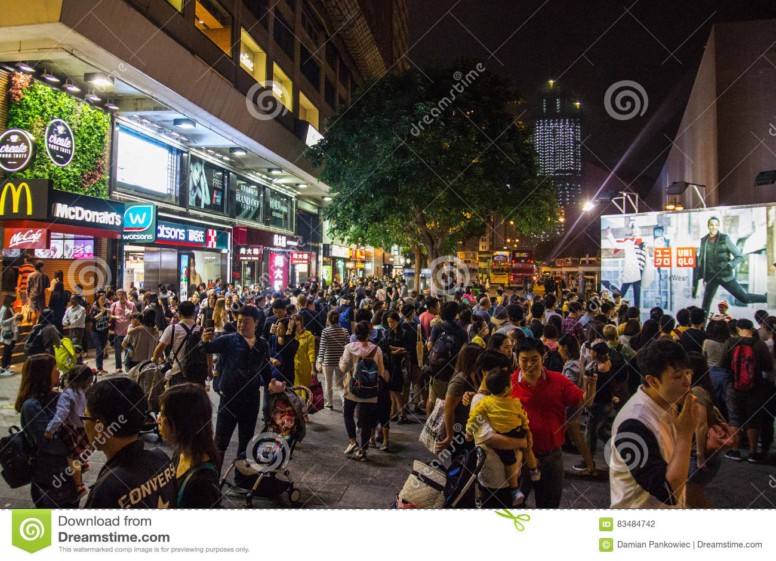 Luzes de néon na rua de Tsim Sha Tsui