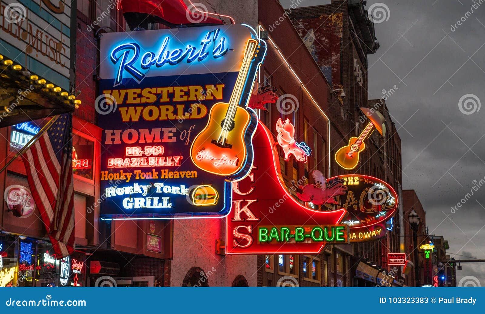 Luzes de néon na tira de Nashville Broadway