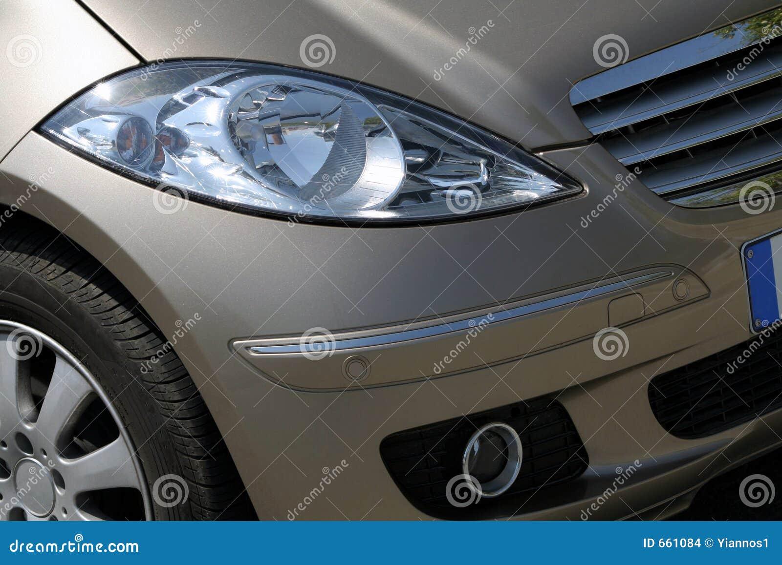 Luzes dianteiras do carro