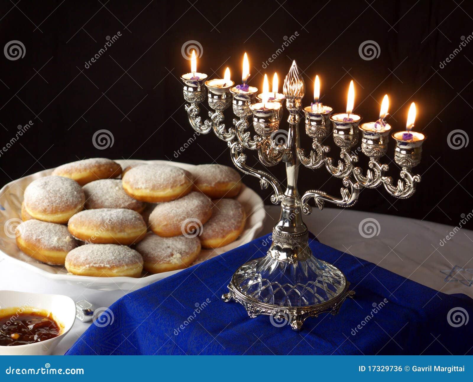 Luzes e anéis de espuma de Hanuka