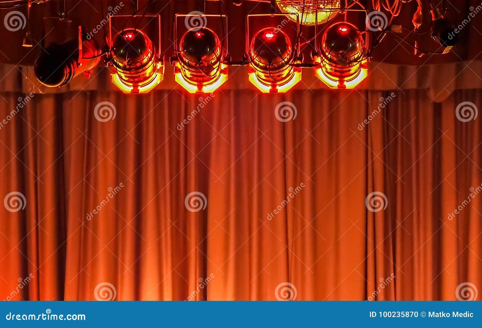 Luzes e cortina da fase
