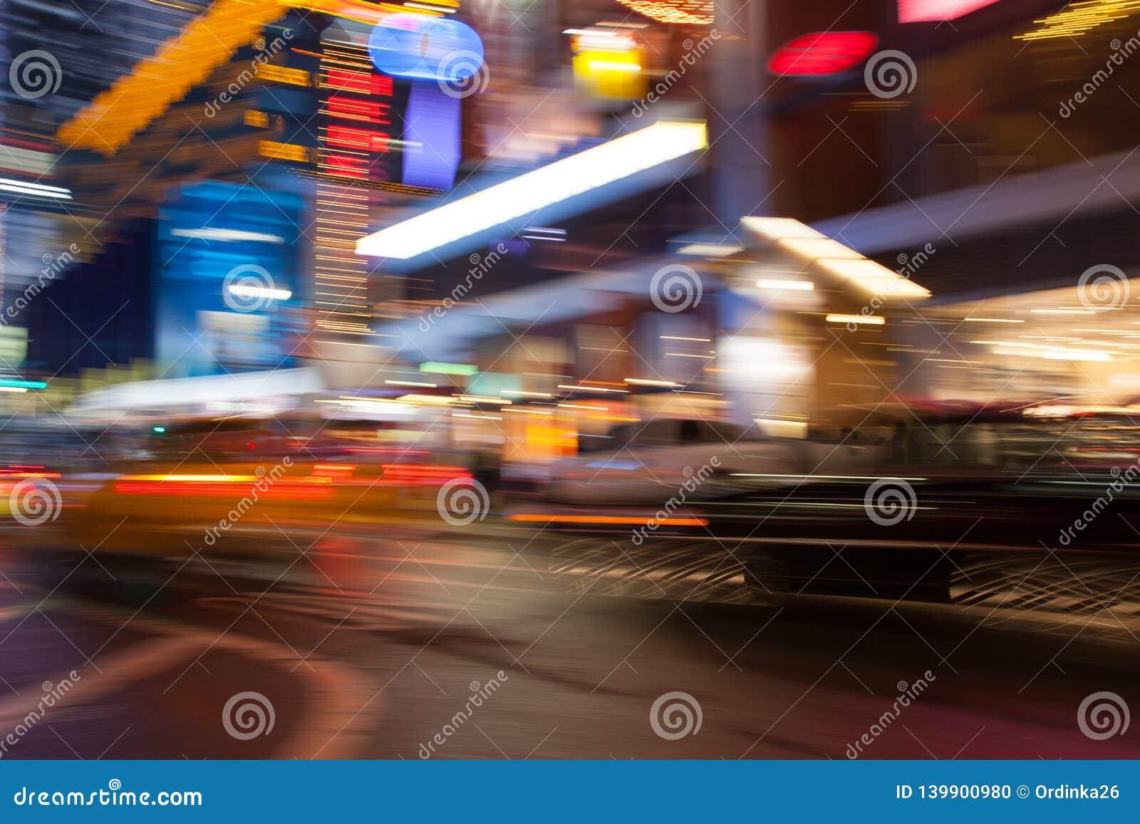 Luzes multicoloridos abstratas New York da cidade Borre o efeito usando a velocidade do obturador longa