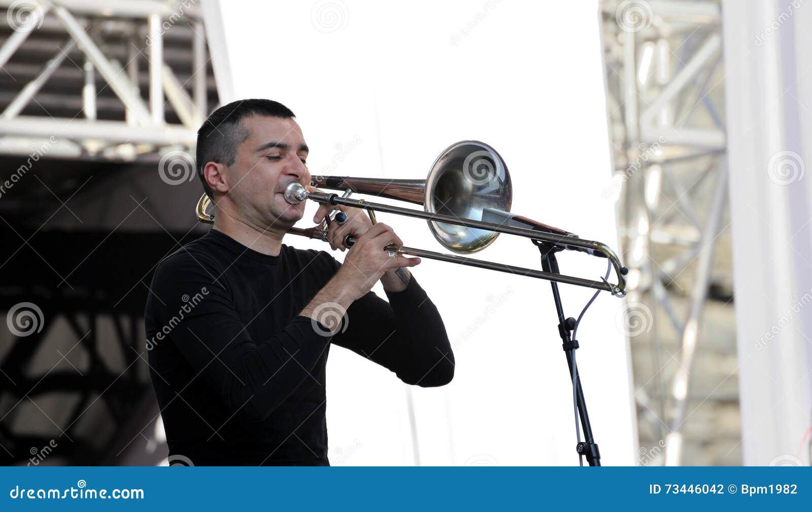 Lviv, Ucrânia - em junho de 2016: Músico 2016 de Jazz Fest do alfa Gianluca