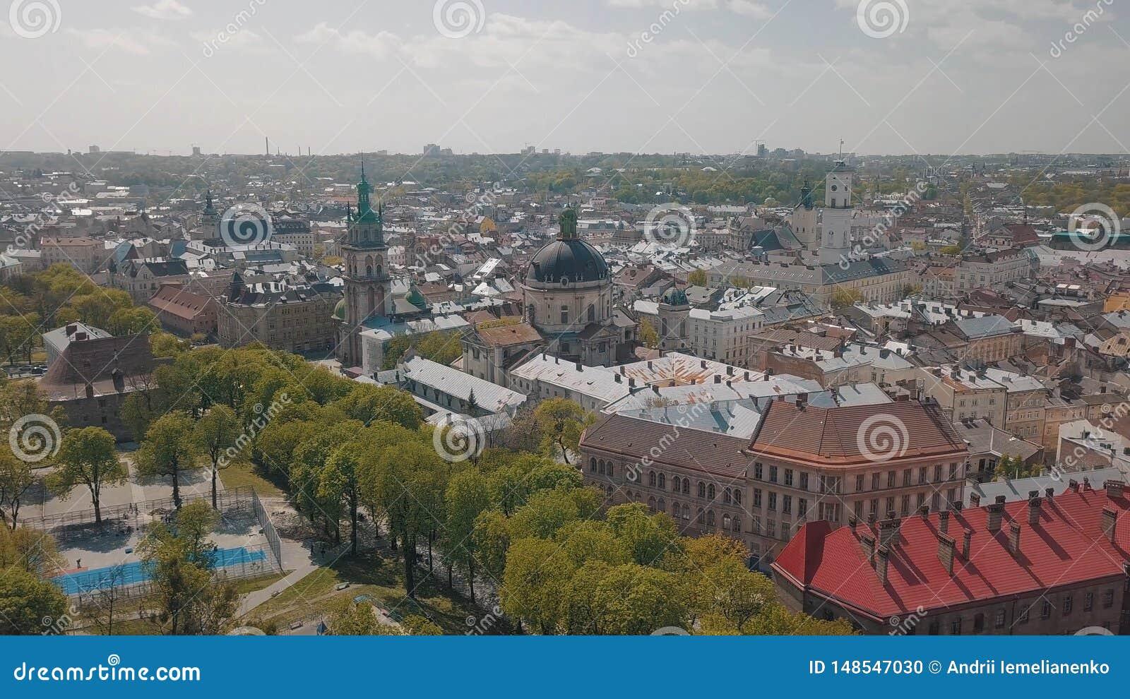 Lvov Ukraina Flyg- stad Lviv, Ukraina gammal panoramatown dominikan