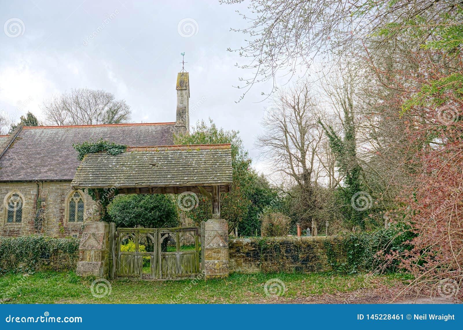 Lychgate & igreja ingleses de St Peter, Holtye, Sussex
