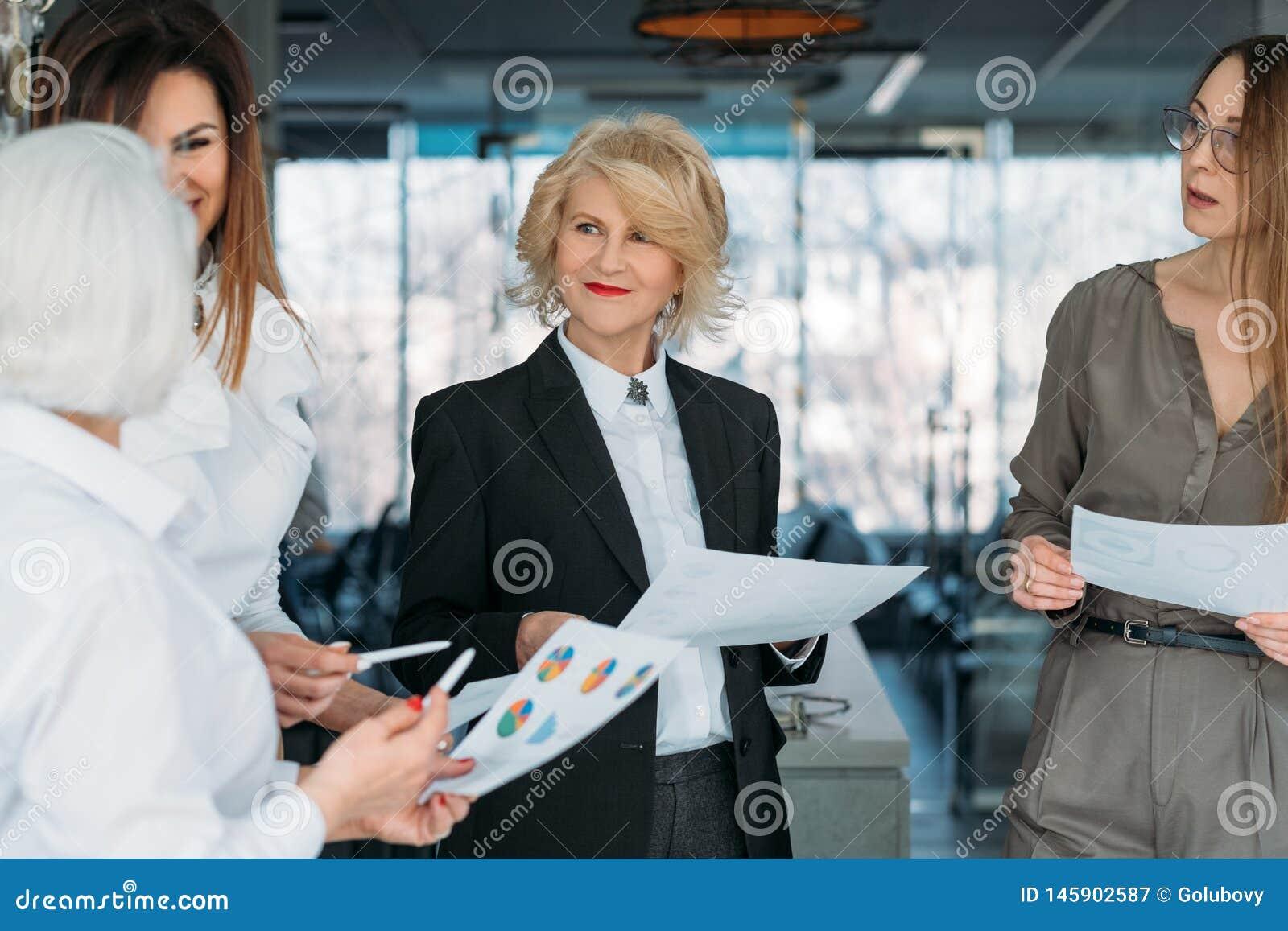 Lyckade affärskvinnor för företags möte