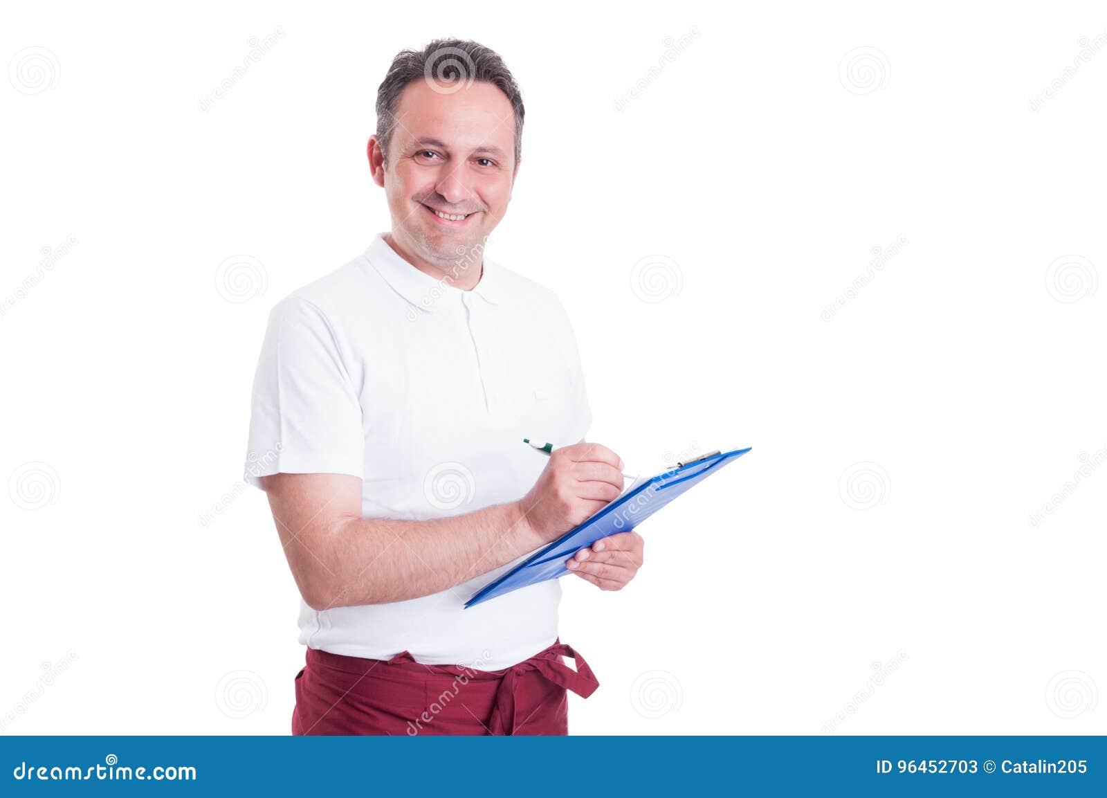 Lycklig affärsbiträde eller slaktare som gör en kontrollista