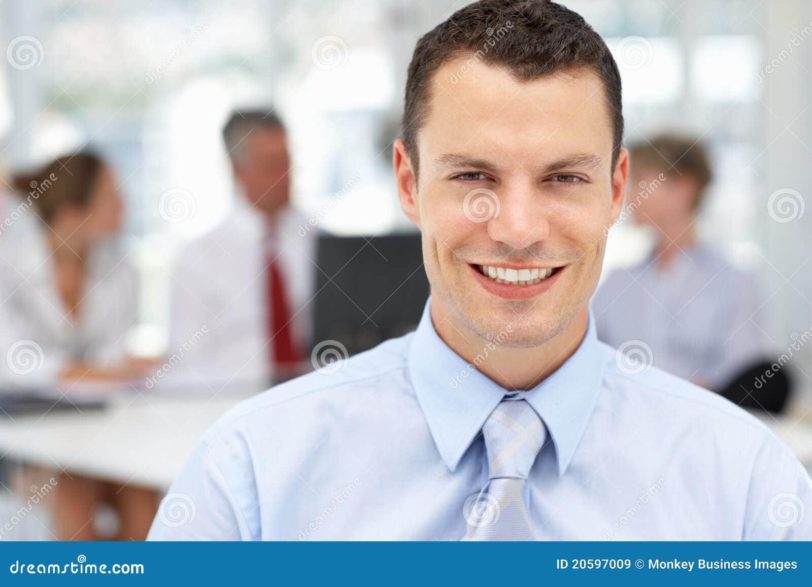 Lycklig affärsman i regeringsställning